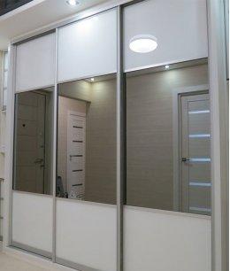 Белые с зеркалами двери-купе