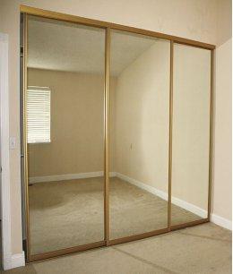 Две (3) зеркальные двери-купе