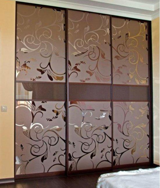 Двери-купе для гардеробной с пескоструйным рисунком