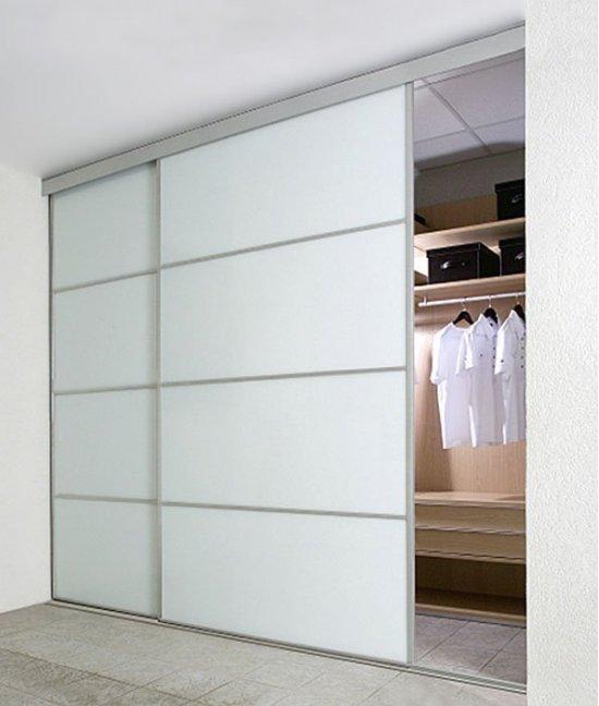 Пластиковые двери-купе для гардеробной