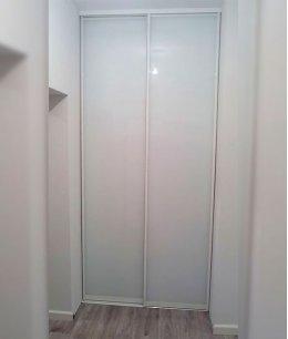 Двупольная дверь встроенная в шкафу