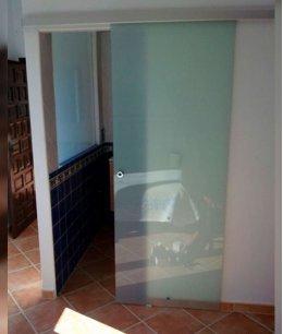Стеклянные двери в кладовку