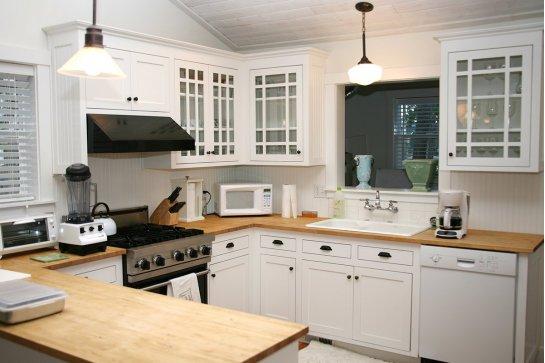 Кухня белая в стиле кантри