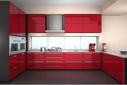 Кухня с крашенными фасадами красная