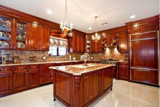 Кухня в классическом стиле темная