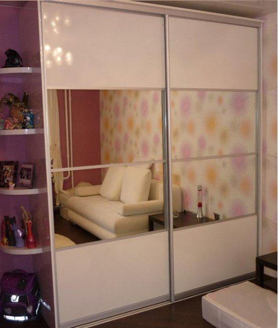 Шкаф купе в детскую комнату белый глянец