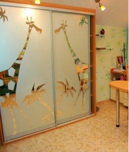 Шкаф купе в детскую комнату с пескоструем