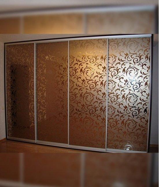 Шкафы купе с пескоструйным рисунком на матовом стекле