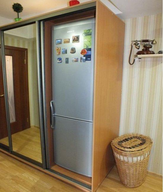 Шкафу купе в прихожей с холодильником