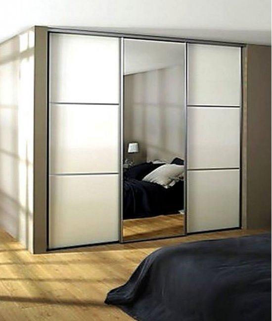Шкаф купе с зеркалом в спальню с матовым стеклом