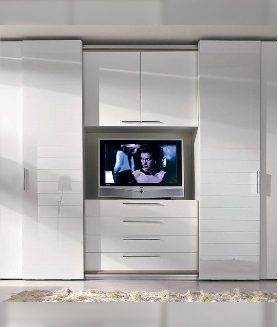Шкаф купе со встроенным телевизором в спальню