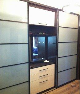 Шкаф купе под телевизор трехдверный