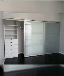 Шкаф купе с ящиками с матовым стеклом