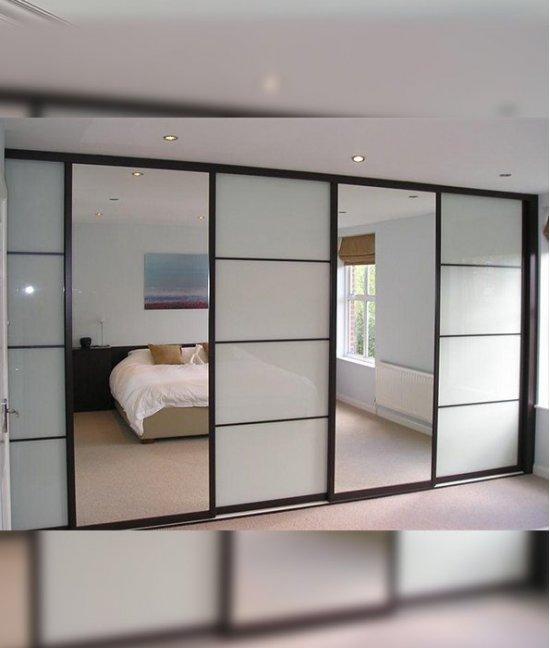 Шкаф купе со стеклянными дверями четырехдверный